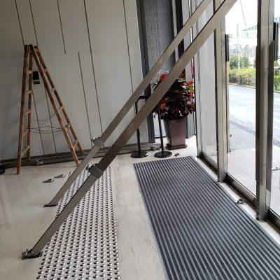 Anti-Wind Door Support